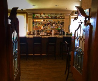 Hotel Bar at Majestic Inn Anacortes beveled glass 2e