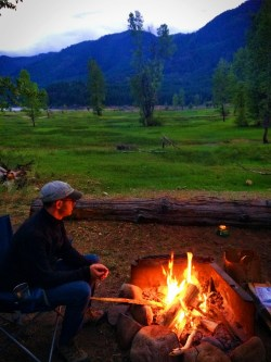 Chris Taylor campfire at Cle Elum River Campground 1