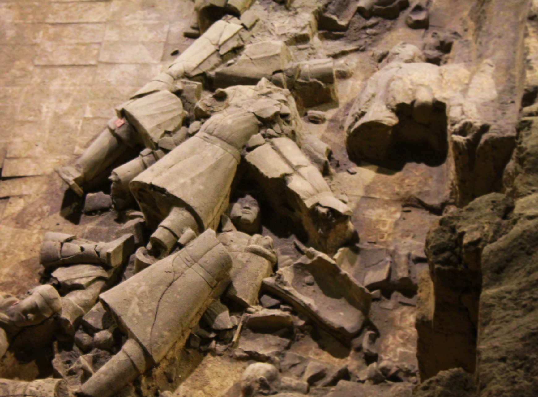 broken-pieces-at-terracotta-warriors-xian-china-1