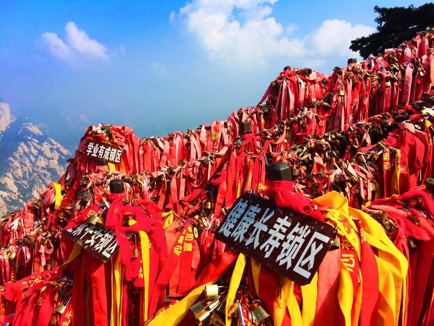 chinese-love-locks-on-chain-huashan-national-park-4