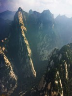 clouds-between-mountains-at-huashan-national-park-3