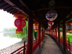 lanterns-and-reflecting-pond-at-tang-paradis-xian-imperial-garden-5