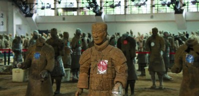 restoring-soldiers-at-pit-1-at-terracotta-warriors-xian-china-1