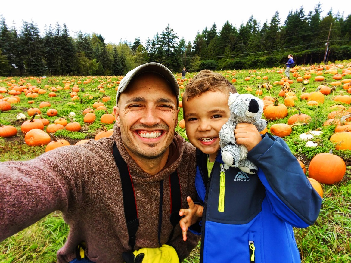 rob-taylor-and-kids-in-pumpkin-patch-fall-tradition-2