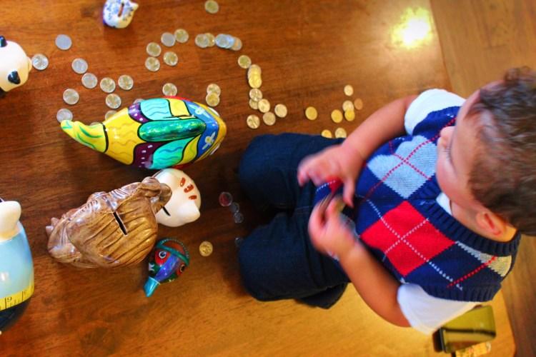 2TD Kids saving with piggy banks 5