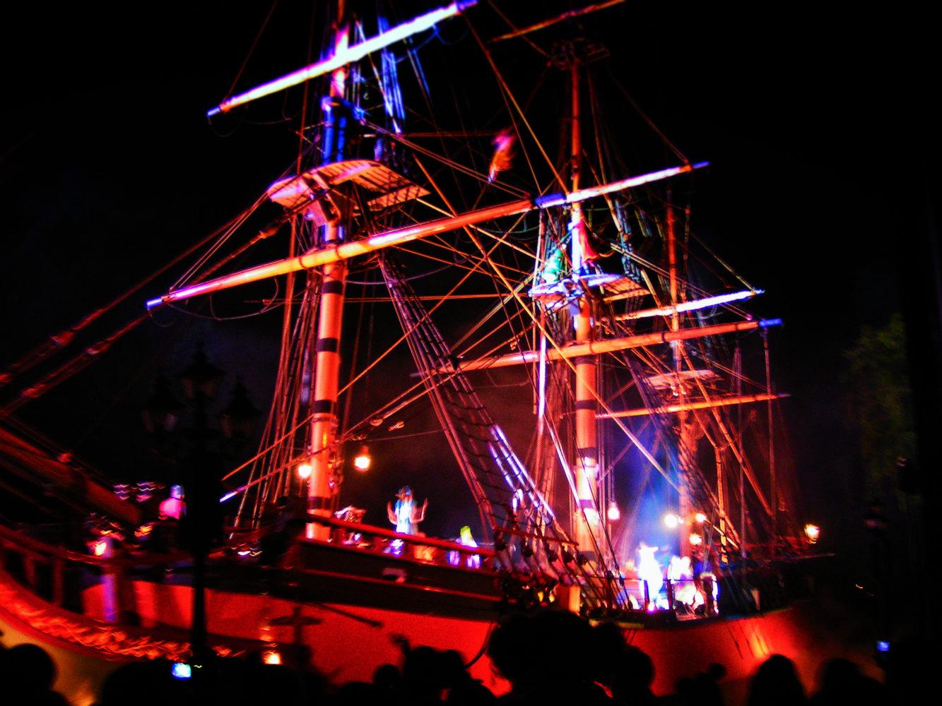 PIrate Ship in Fantasmic Disneyland 1