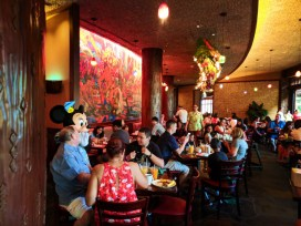 Minnie Mouse Character Dining at Disney Aulani 1