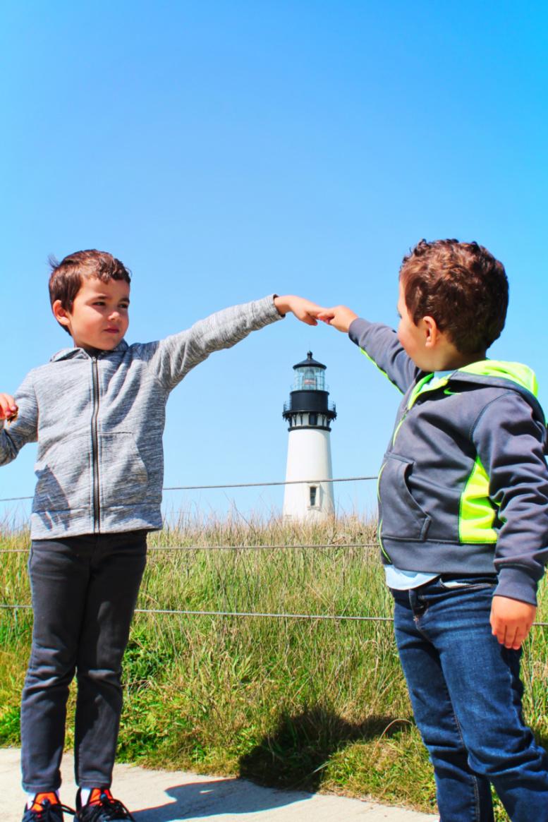 Taylor Family at Yaquina Head Lighthouse Oregon Coast 6