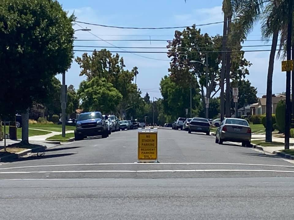 Parking sign alerting attendees to NFL games no parking in residential neighborhoods without a permit. (Credit: 2UrbanGirls)