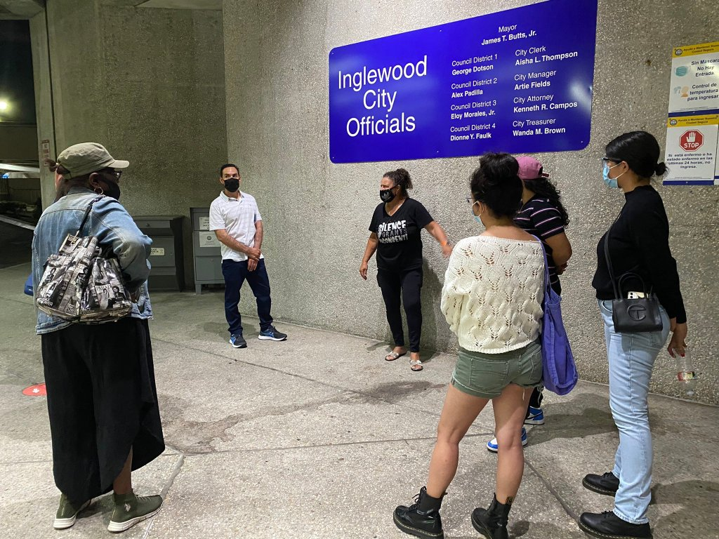 Former Inglewood City Council and school board member Cindy Giardini speaks to residents after the September 22 Parking and Traffic Commission Meeting. (Credit: 2UrbanGirls)