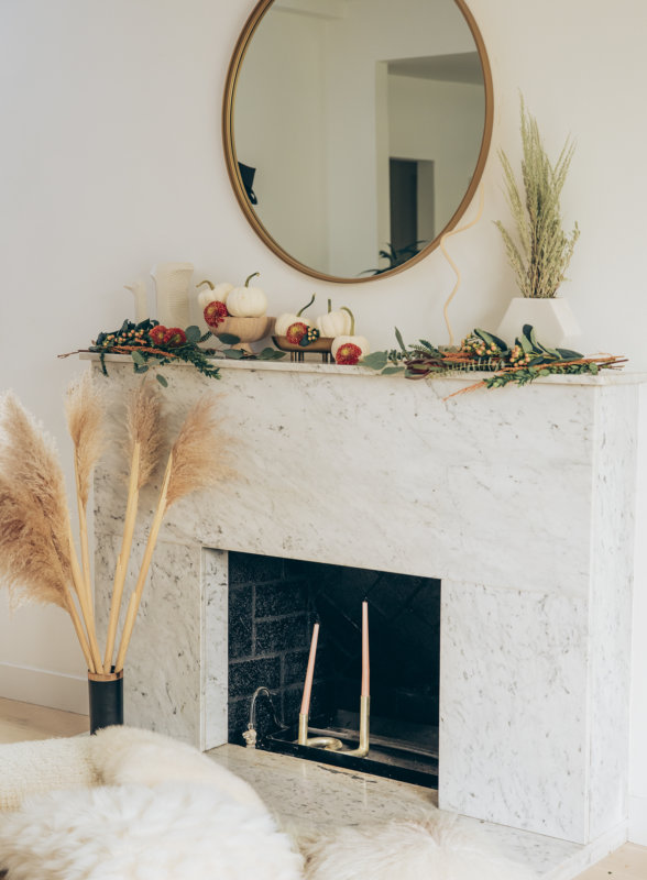 Sydne Style shows easy fall home decor ideas with pampas grass for minimal decor