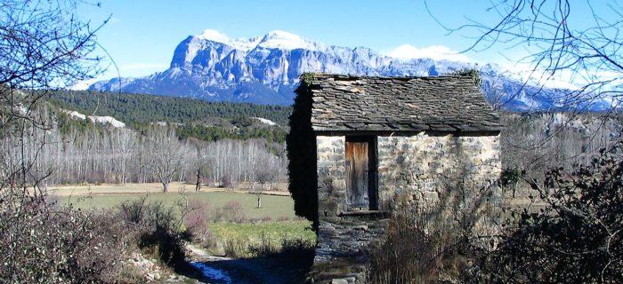 La Peña Montañesa desde la huerta de Guaso