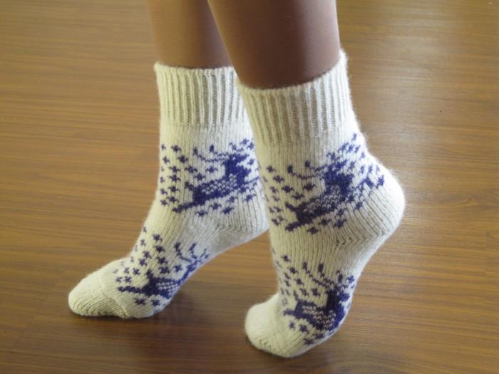 В первую очередь нужно позаботиться о том, чтобы ноги были в тепле. /Фото: angorka68.com
