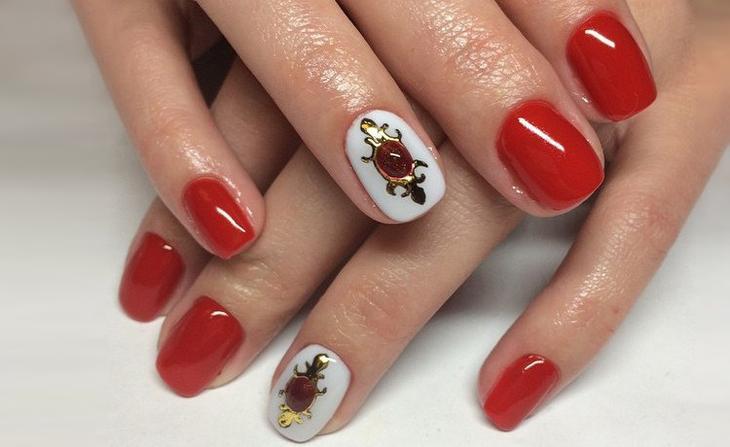 дизайн ногтей красный с белым 2