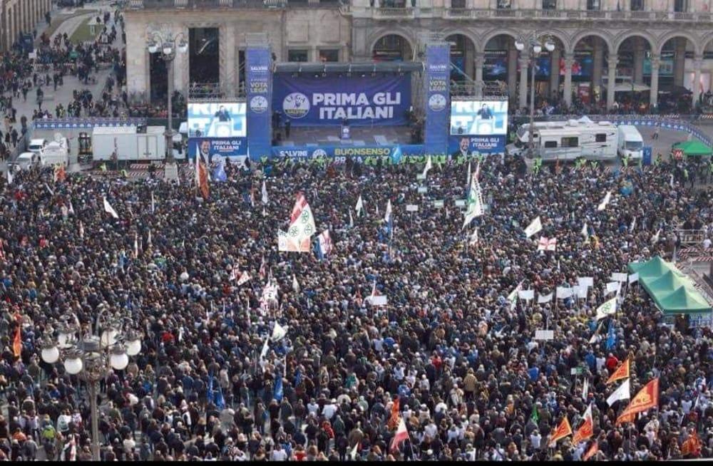 Risultati immagini per piazza vittoria brindisi comizi