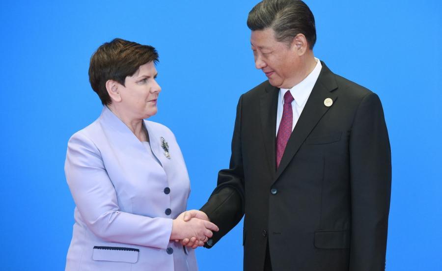 Przewodniczący ChRL Xi Jinping (P) i premier Beata Szydło (L)