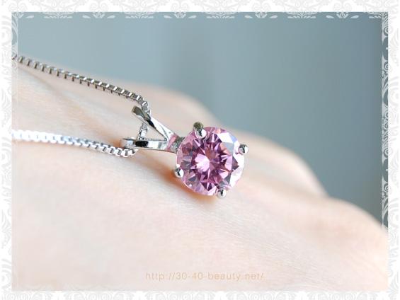 ニューヨークからの贈り物のピンクネックレス