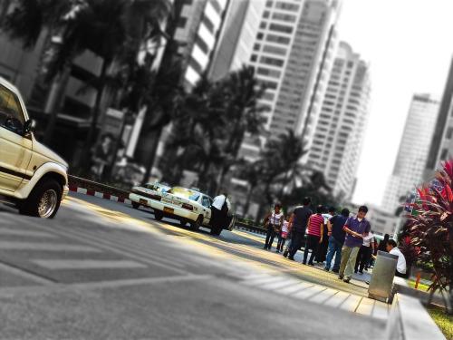 larawan ng isang busy na avenue sa Kamaynilaan