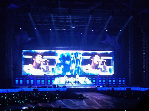 110102 Khun's Twitter  Just got back from ShiNee's concert!!! Wow!!! It was the bomb!!! ^^  fanaccounts say that junho was with khun at the concert, as well (: and jia!
