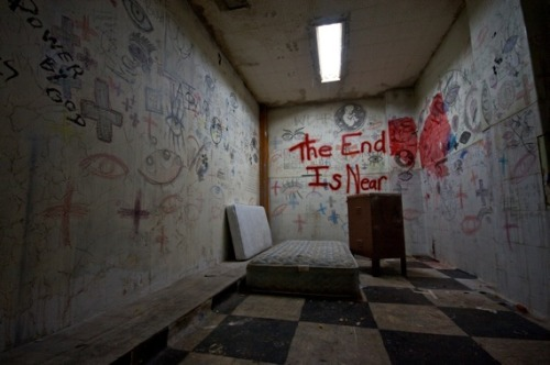 abbieeleigh:  Photo from L.A.'s abandoned hospital.