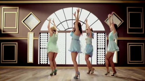 SECRET 12 (all members dancing)