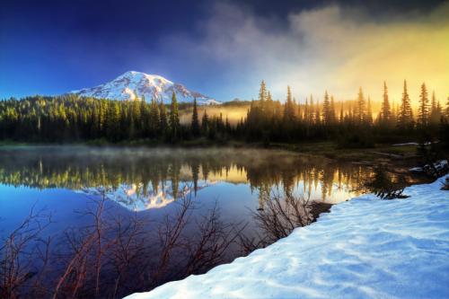 Soaring 14.410 pies en el cielo, el Monte Rainier es el pico más alto en la Cordillera de las Cascadas.  Domina el paisaje, inspira nuestra imaginación, y desafía nuestros sentidos.  Este volcán de hielo activa cubierta es un símbolo de las fuerzas dramáticas que dan forma a nuestro mundo.  Desde sus bosques antiguos y prados subalpinos a su glaciar vestidos de alta, el Monte Rainier ofrece muchas oportunidades para explorar sus recursos naturales Rainier beauty.Mount también es rica en historia cultural.  Durante miles de años, los grupos tribales se han reunido aquí.  Designado como parque nacional en 1899, muchas áreas contribuyen a su National Historic Landmark District status.Photo: William Lee - Servicio de Parques Nacionales