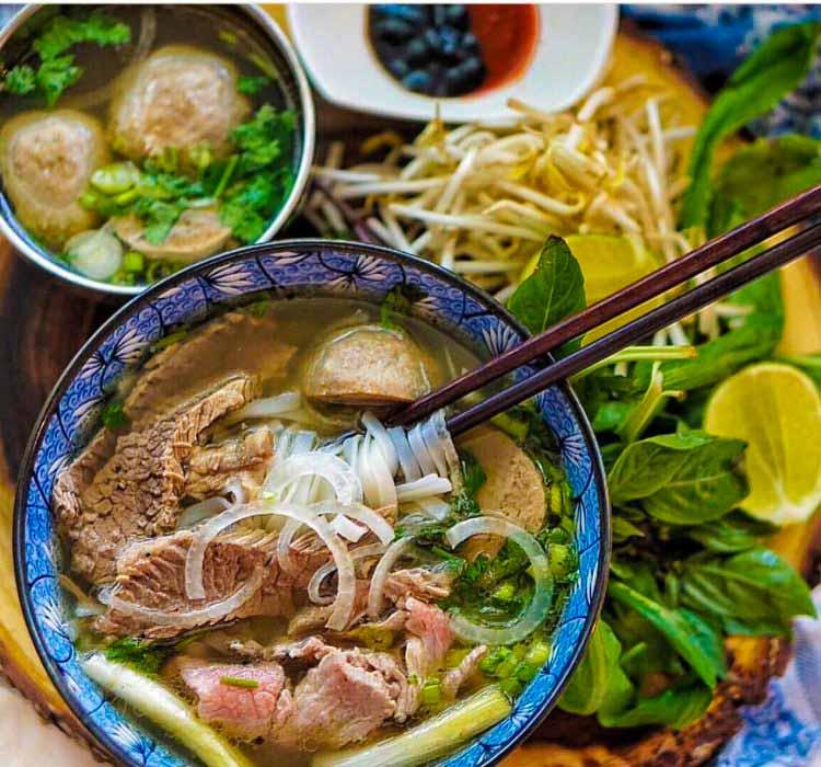 Comer en Vietnam Asia. Viajes de Aventura y Viajes Alternativos en Grupo, Viajar Solo, Viaje Mochilero - 3000KM