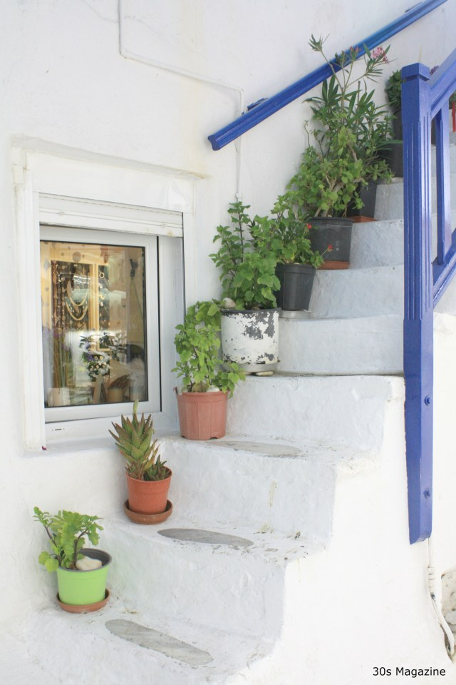 Perk up your curb appeal with plants (like the Greek do)