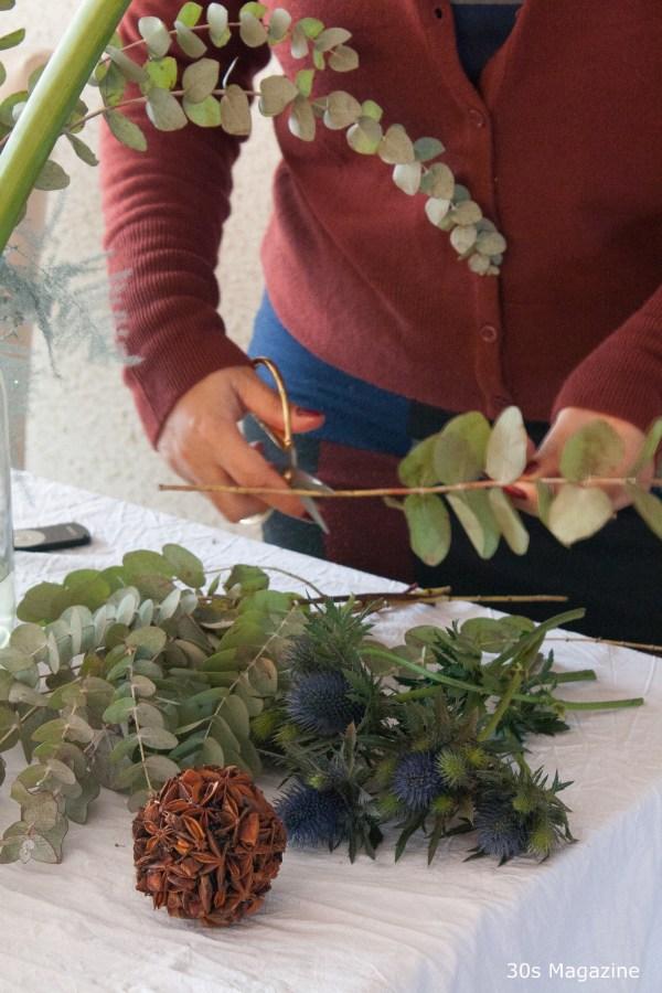 arranging a christmas bouquet