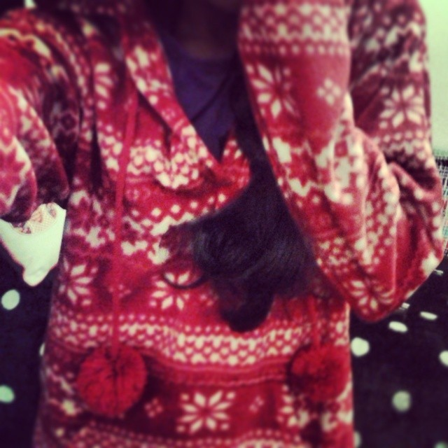 """It's beginning to look a lot like Christmas…"" Well, for me. Love this ♥ So warm and snug x You can say I have the Christmas fever. #Christmas #Song #Snow #Snowflakes #Zigzag #RedAndWhite #Pattern #Jumper #Dress #Thing #With #A #Hood #And #PomPoms #Nightwear #Warm #Snug #Love Omg. I could be Little Red Riding Hood! After all, I am little and wearing a red thing with a hood. Not sure where the riding fits in though…#LittleRedRidingHood"