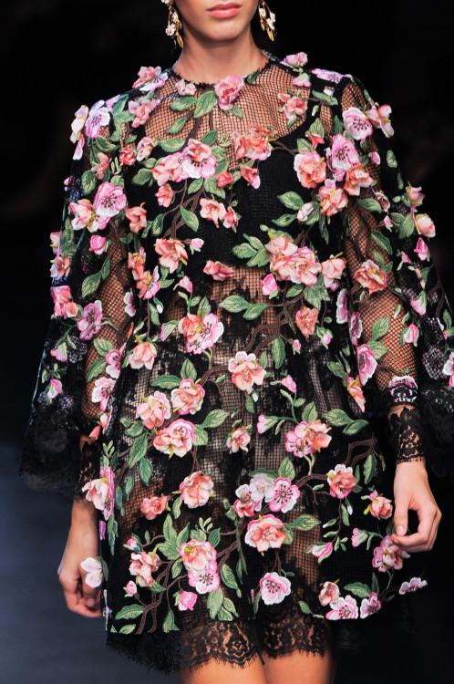 girlannachronism:</p> <p>Dolce & Gabbana spring 2014 rtw details<br />