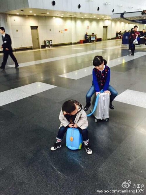Cindy Tian Yucheng and little brother on vacation