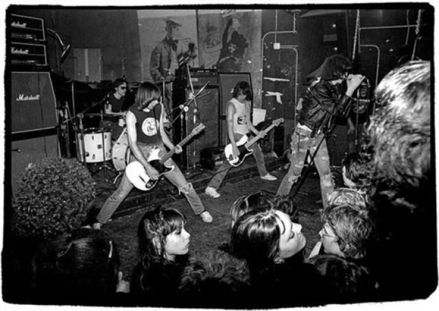 Ramones Tocando
