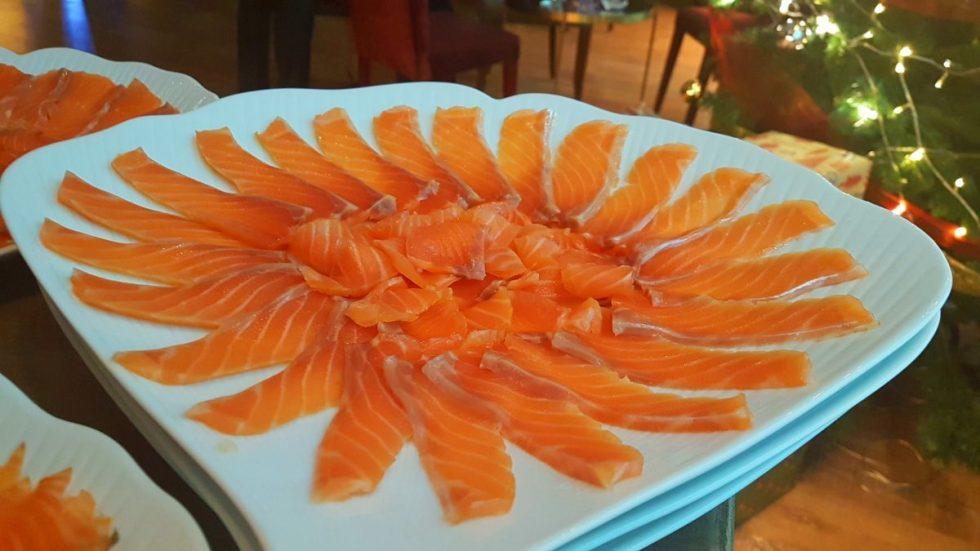 Aperitivos de boda imprescindibles para el cóctel - Cortador de salmón bodas