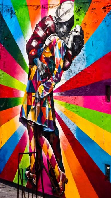 Wandhohes Graffiti von er Highline herunter fotografiert