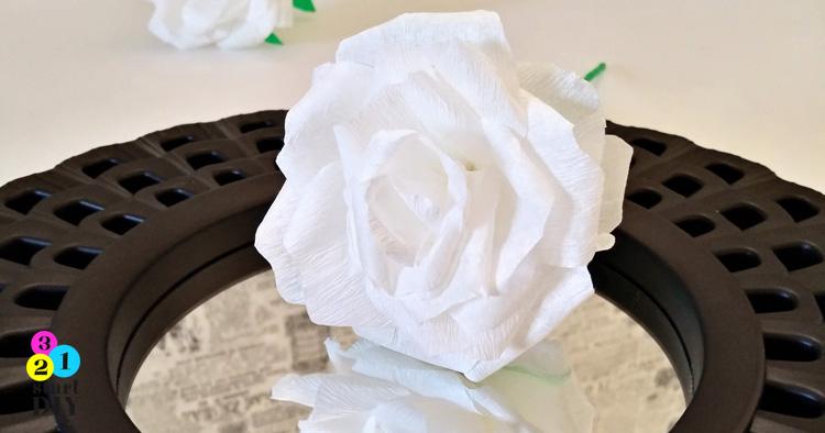 Róża z bibuły – prosta metoda krok po kroku