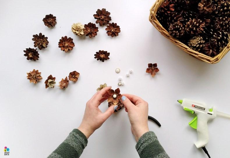kwiaty z szyszek