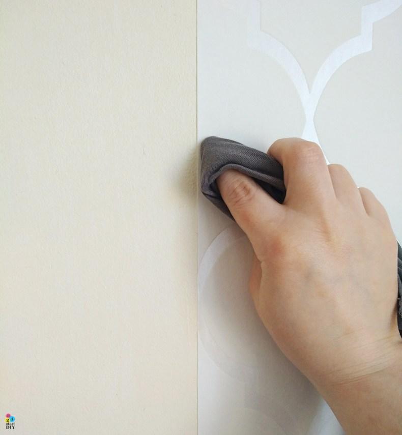 tapetowanie ściany - tapeta na fizelinie