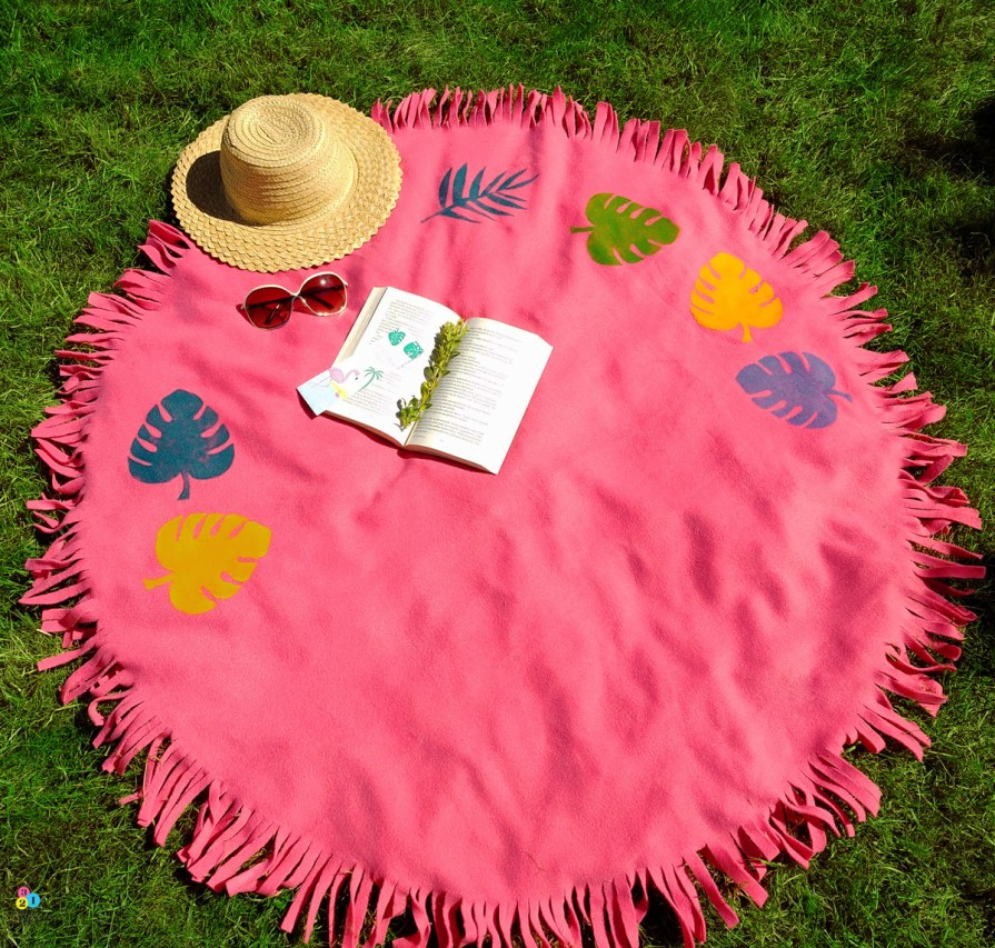 Jak wyciąć idealne koło z materiału? Okrągły koc na piknik i zieloną trawkę