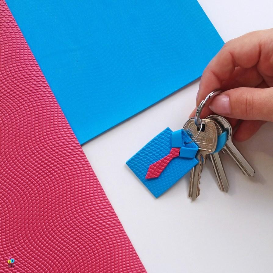 pomysły na prezent na Dzień Ojca, breloczek do kluczy
