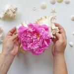 Duża muszla jako wazon – morskie DIY