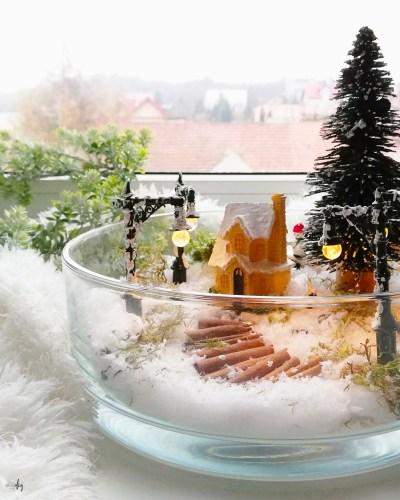 Zimowa dekoracja w szkle - zimowy domek wśród śniegu
