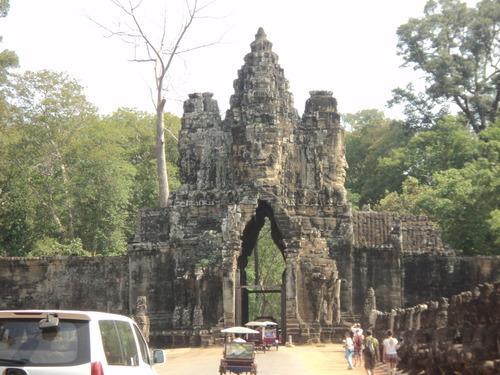 Camboya: el futuro depende en los nacidos en los años 70