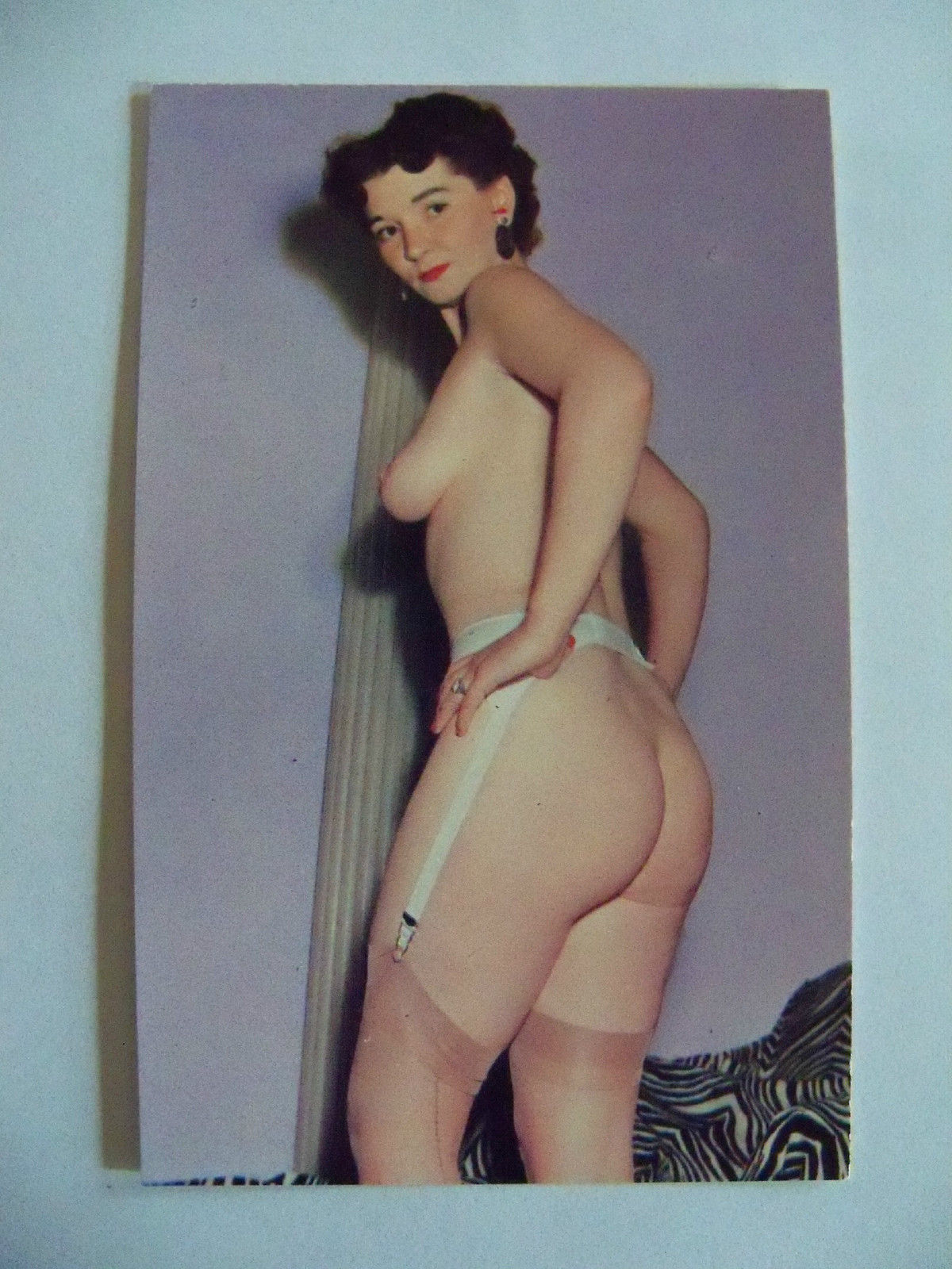 Wonderful nude pic of a retro wife. So hot!
