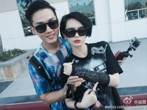 Qi Wei with broken arm and husband Nathan Lee
