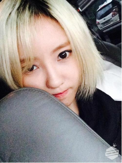 T-ara holic Update | hyomin: 금발 안녀엉....