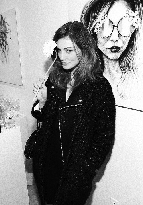 blackandwhitemodel:  Phoebe Tonkin attends the Marc Jacbos Daisy Chain Tweet Pop Up Shop February 6, 2014 in New York City Look Heroina chic Adolfo Vásquez Rocca Style & cool Fashion