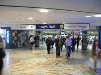 Town_Hall_railway_station_entrance_to_station