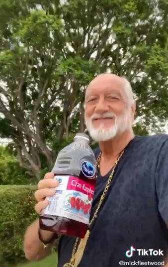 Mick Fleetwood se unió a TikTok para recrear el video del tiktoker 'cholo'