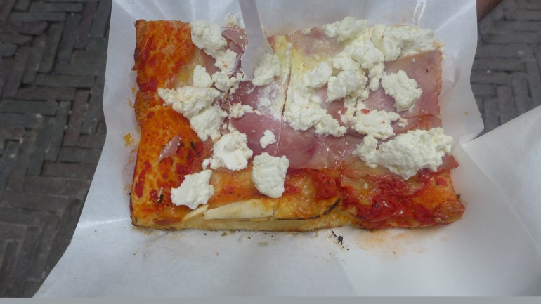 Pizza with jambon and ricotta